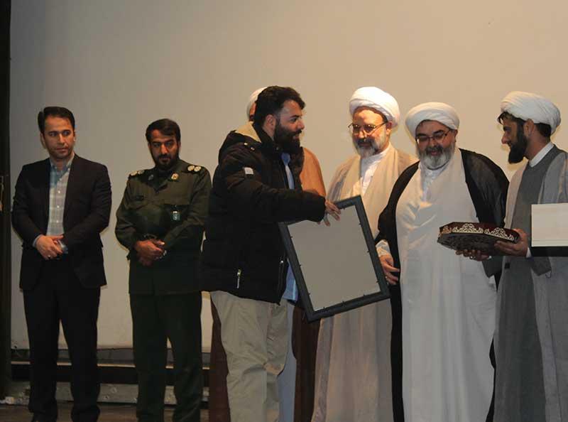 Photo of نویسنده کتاب شهید حججی در میبد تجلیل شد