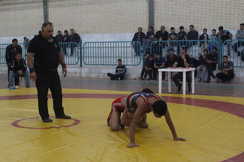 تصویر از مسابقات انتخابی کشتی نوجوانان استان یزد در میبد پایان یافت