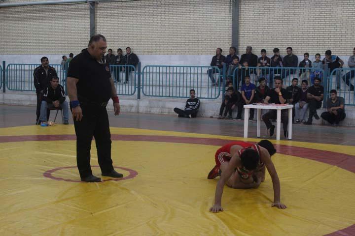 مسابقات انتخابی کشتی نوجوانان استان یزد در میبد