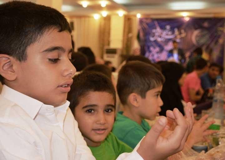 نگاه عاطفی بچه ها در مراکز شبه خانواده به وجود خانواده است