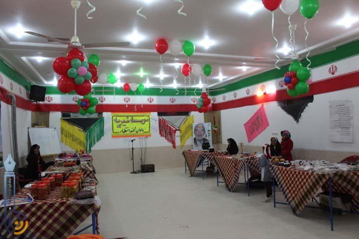 تصویر از نمایشگاه صنایع دستی و مواد غذایی در شهیدیه میبد/ تصاویر