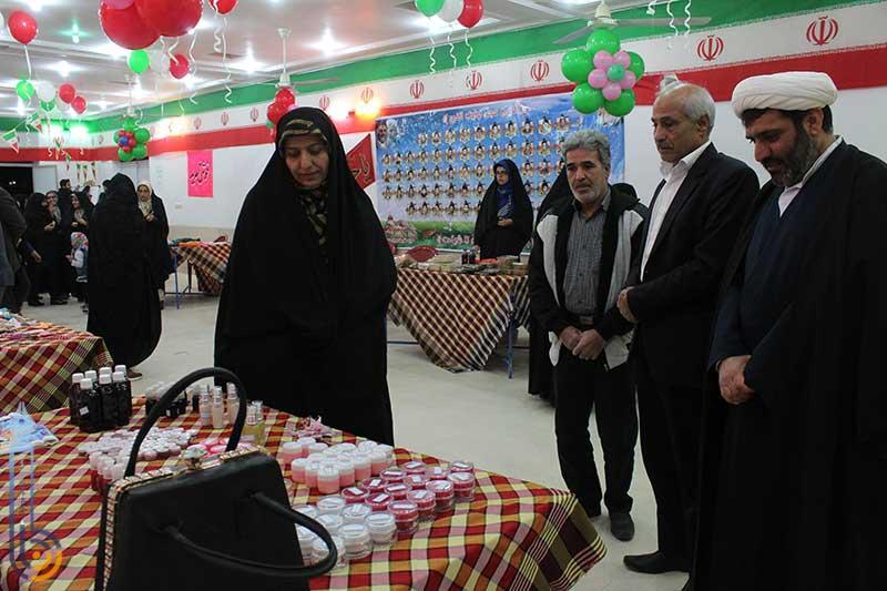 تصویر از نمایشگاه صنایع دستی و مواد غذایی در میبد افتتاح شد