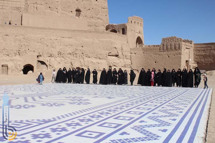 تصویر از بازدید بانوان مهریزی از اماکن تاریخی و مراکزاشتغالزایی و کارآفرینی میبد/تصاویر