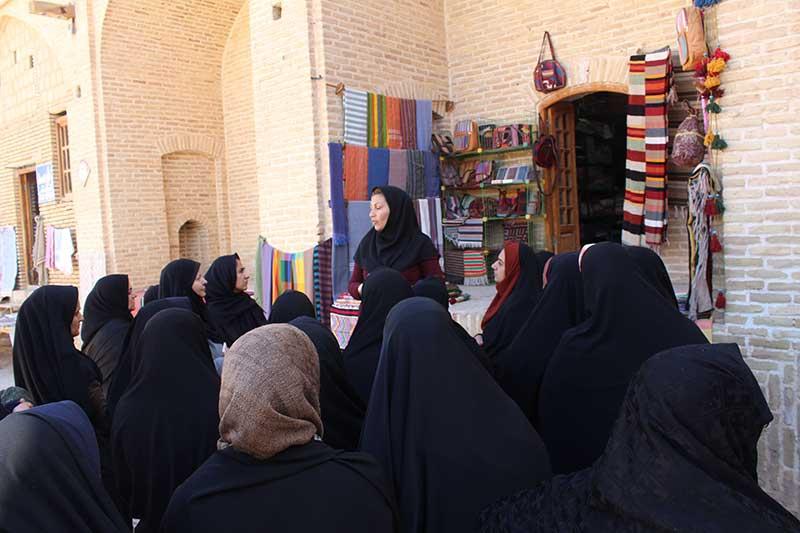 Photo of 40 بانوی فعال مهریز از مراکز اشتغال و کارآفرینی میبد بازدید کردند