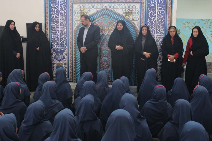 تصویر از دلجویی شهردار میبد از دختران نوجوان رشته ورزشی پیرامید/ تصاویر