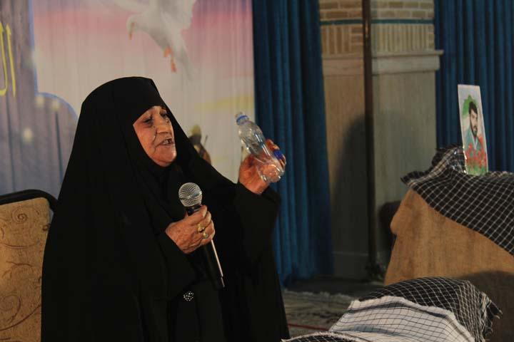 یادمان شهدا و زنان ایثارگر در میبد/ تصاویر
