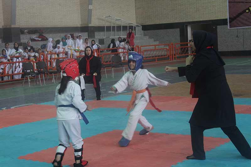تصویر از تیم میبد قهرمان رقابت های کاراته بانوان استان یزد شد