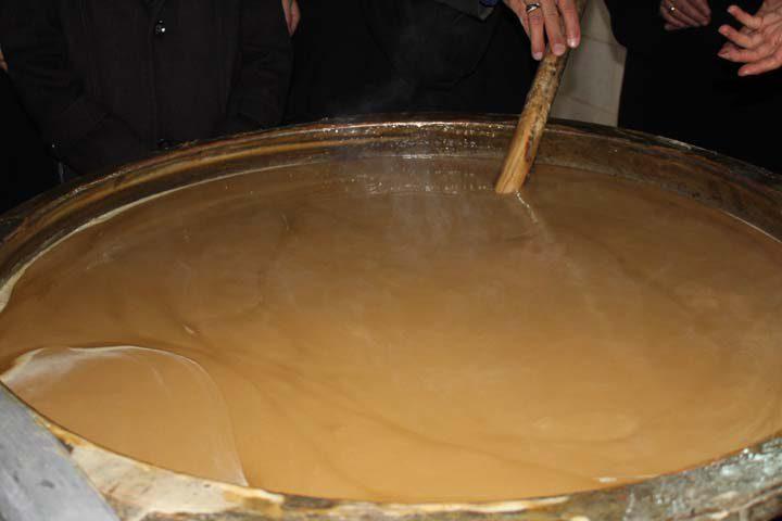 Photo of بانوان میبدی با پخت سمنوی نذری به پیشباز نوروز رفتند/تصاویر
