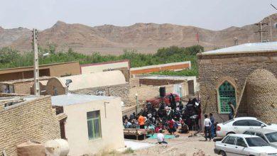 تصویر از همراه با گروه فرهنگی هلال غم در روستای مرور میبد