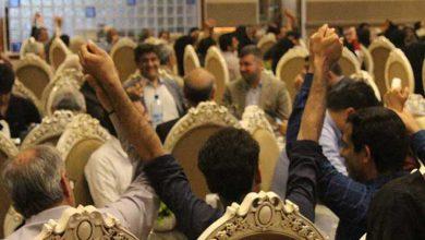 تصویر از دست های همدلی و اتحاد زیلو بافان میبدی در هم گره شد/تصاویر
