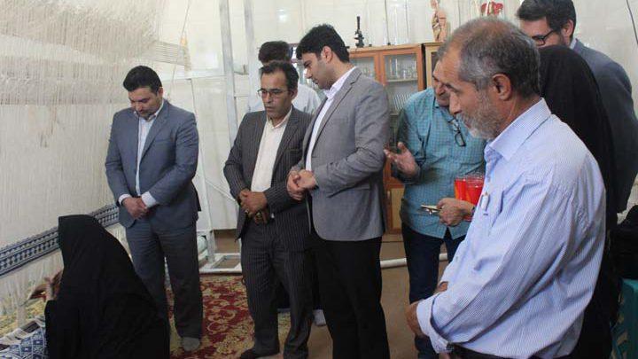 Photo of سه عدد زیلو اهدایی حرم حضرت علی (ع) در میبد بافته شد