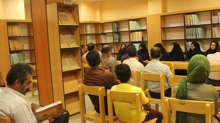 Photo of بیست و دومین نشست مثنوی خوانی در کتابخانه مرکزی میبد برگزار شد