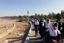 Photo of هم نوایی دانش آموزان میبدی با عزاداران حسینی در کربلای معلا