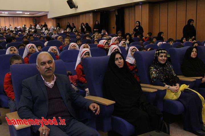 شرکت نونهالان میبدی در جشن انقلاب