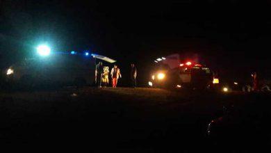 تصویر از امداد رسانی به مصدومان یک خودرو و اژگون شده در میبد
